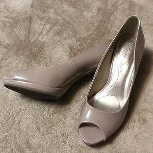 Bandolino nude heels